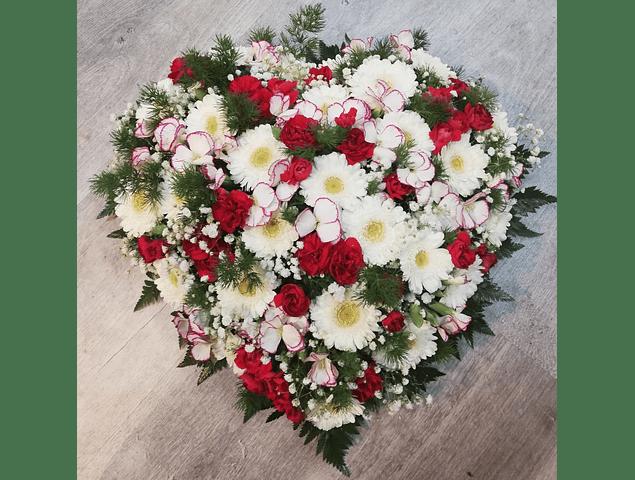 Coração de Flores Brancas e Vermelhas