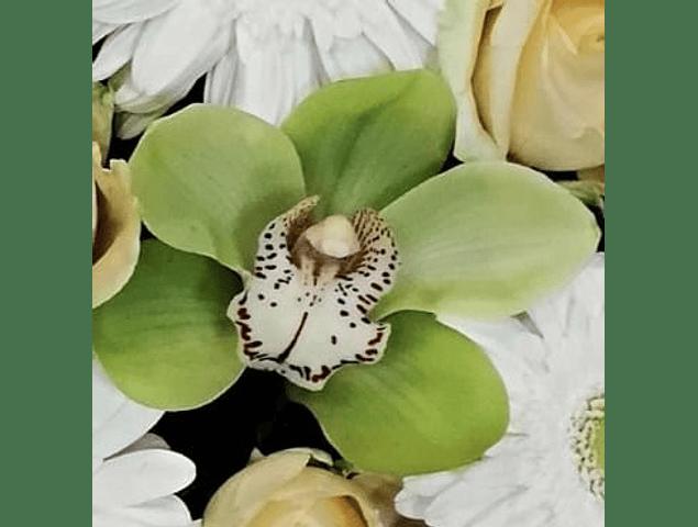 Coroa de Flores Verdes e Amarelas
