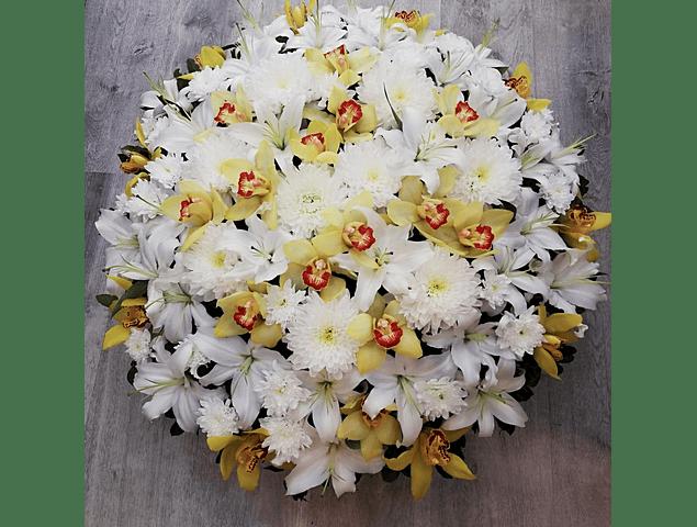 Coroa de Flores Brancas e Amarelas