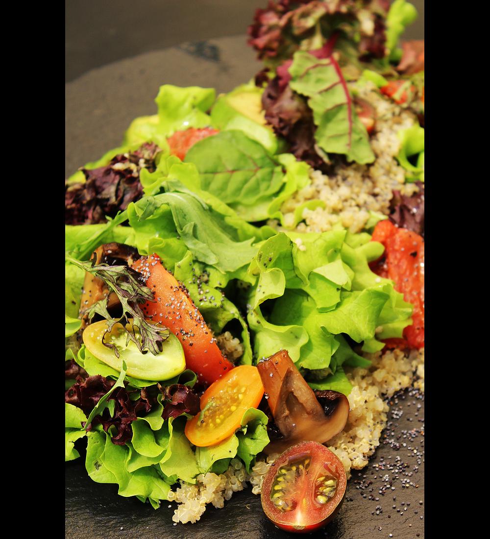 Ensalada fresca con proteína a elección.