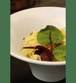 Pasta con Salsa Bolognesa o salsa Alfredo.