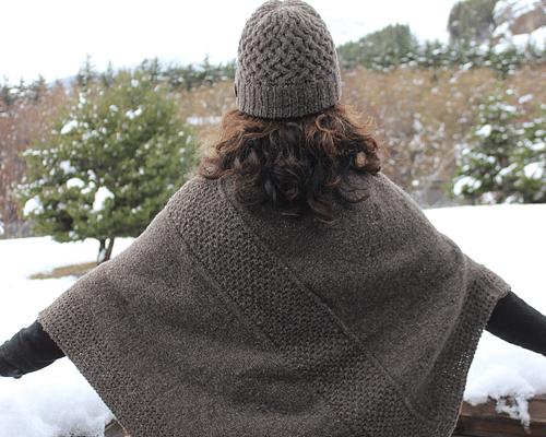 """Poncho de lana """"Sur"""" tejido a mano - Certificado Wildlife Friendly®"""
