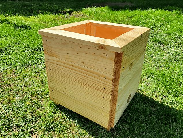 Macetero madera cuadrado