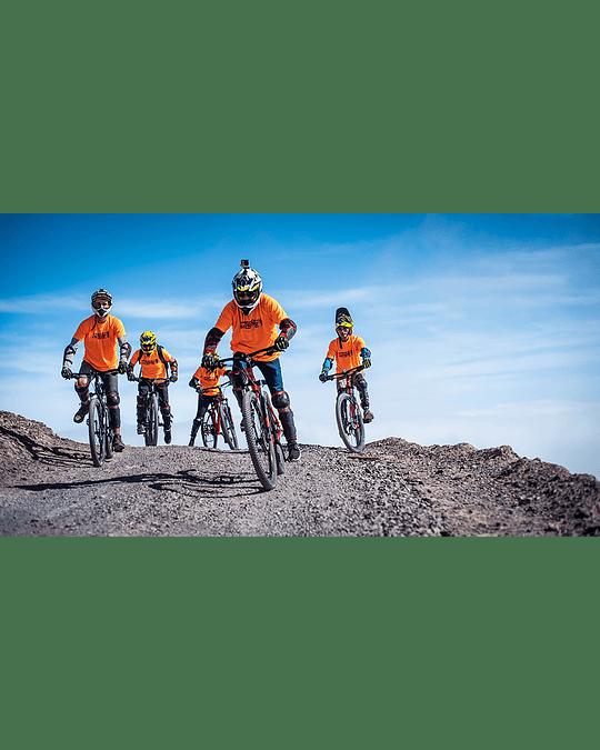 Clase de  Downhill en el  Cerro Tarapacá Iquique