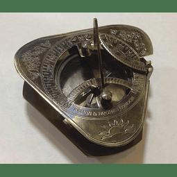 Reloj Solar Triangular con caja de madera