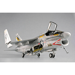 Avion 1:32 Para Armar Aircraft - A-7E Corsair Ii