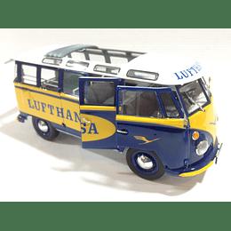 Carro Armado Y Pintado VW T1 Samba Bus Lufthansa 1/24