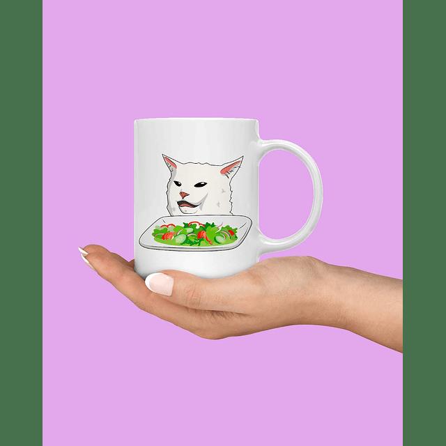 Taza gato en la mesa