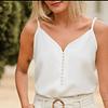 Blusa de tiras con perlas a la moda