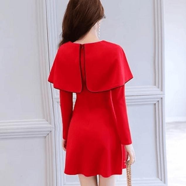 Vestido de moda con capa sobrepuesta