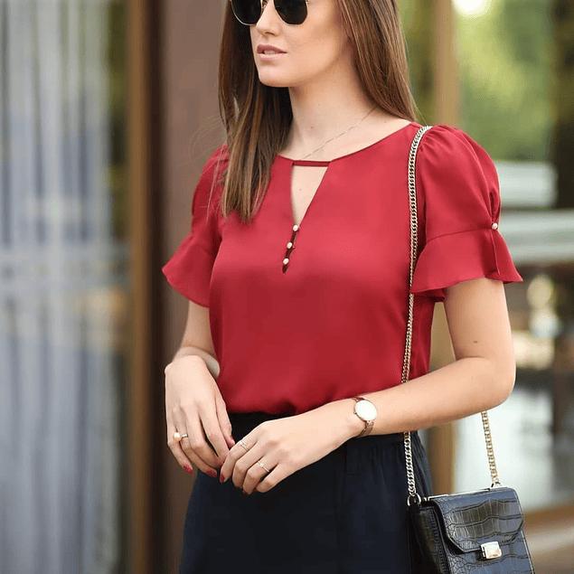 Blusa de moda con abertura en el pecho y perlas
