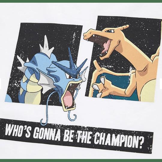 Polera Uniqlo Pokémon Charizard VS Gyarados (tallas japonesas)