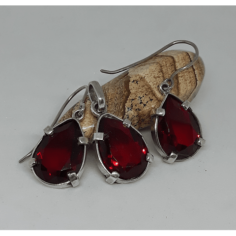 Conjunto cristales austríacos facetados rojos.