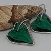 Corazones de cristal verde.