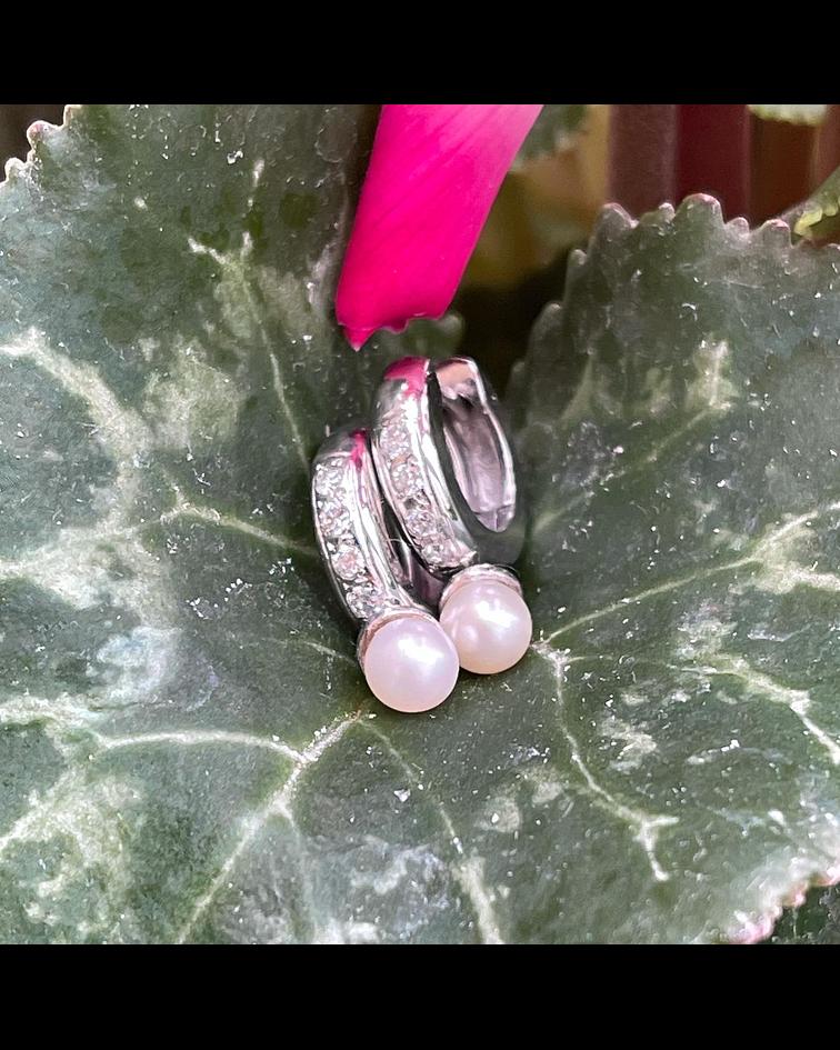 Aros de Brillantes con perlas cultivadas en Oro Blanco 18kl