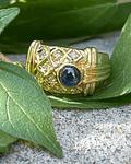 Anillo de Zafiro Azul Cabochon y Brillantes en Oro Amarillo 18kl