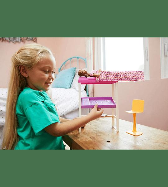 Barbie Muñeca con muebles de dormitorio y accesorios