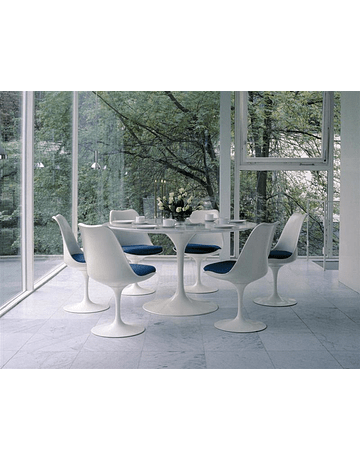 Mesa modelo Tulip de Eero Saarinen Mármol Carrara en color Blanco 140cm pata lacada