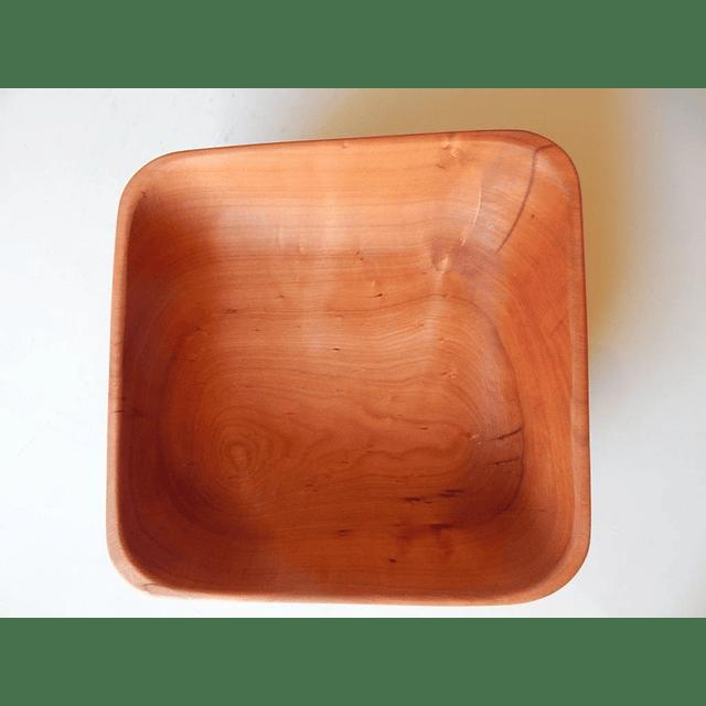 Fuente cuadrada de madera de Raulí