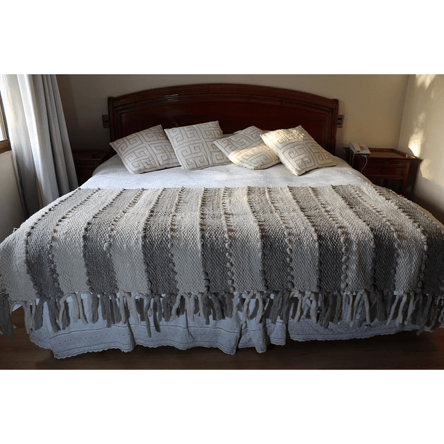 Piecera  100% lana de oveja extragruesa ideal para una cama king