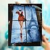 Cuadro Mujer de Rojo en Paris Tamaño 80 de alto x 50 de ancho