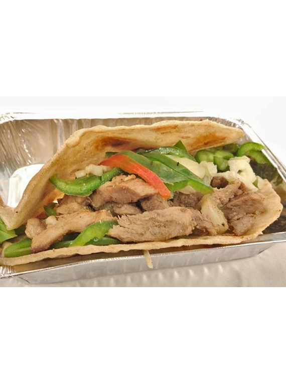 Tacos de carne de cerdo y vegetales.