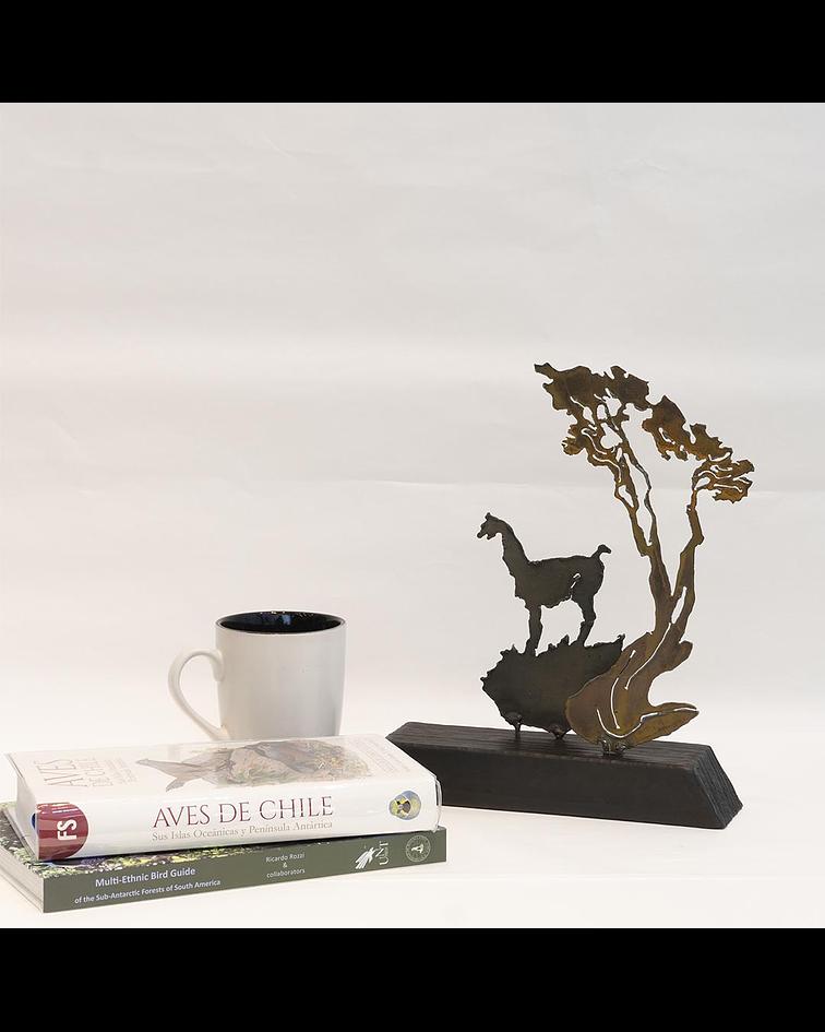 Escultura de acero y madera de 30 cm de alto