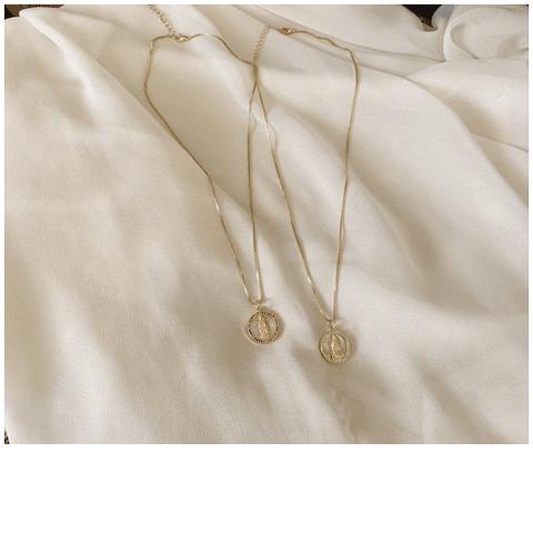 Collar Virgen de nacar con circones
