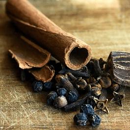 Chai y Especias - Caja con 12 muestras de 10g de té y hierbas especiadas en hojas