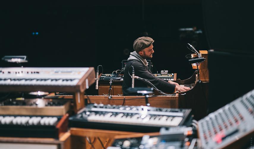 Nils Frahm lanza nueva película de concierto y álbum en vivo