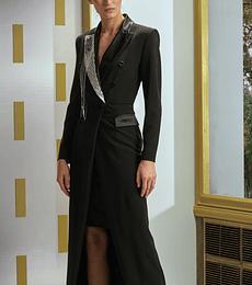 Robe Manteau negro con detalle strass en solapa