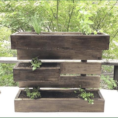 Huerto colgante color madera oscuro