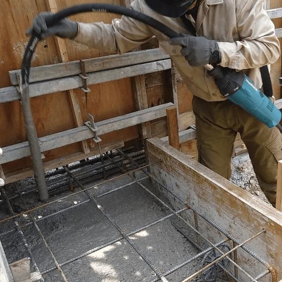 Vibrador de Concreto Makita VR1000- Image 1