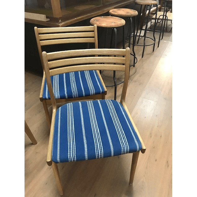 2 Oak Chairs design 60s