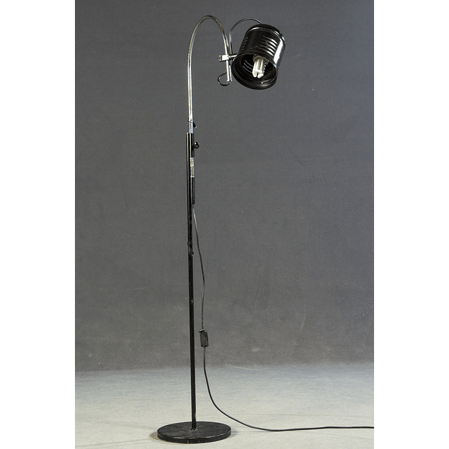 Floor lamp in black lacquered metal