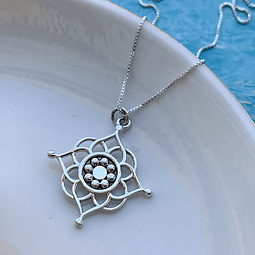 Collar Flor India Protección