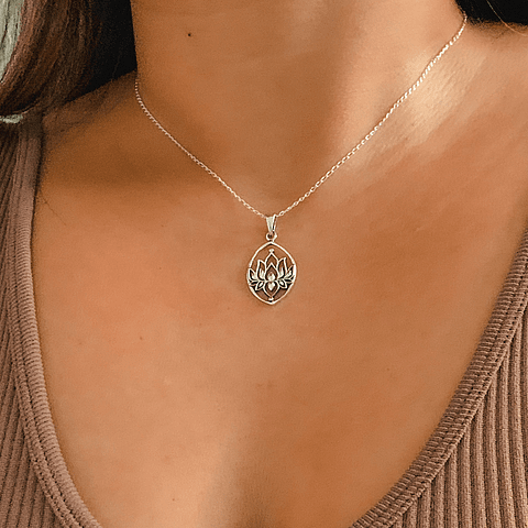 Collar Medalla Flor de Loto protectora
