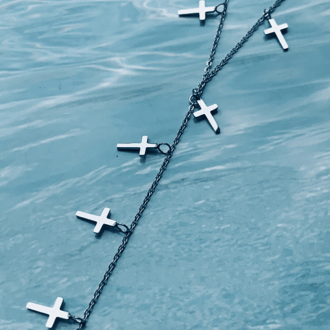 Collar cascada cruces