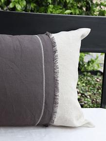 Cojín lino beige aplicaciones grises