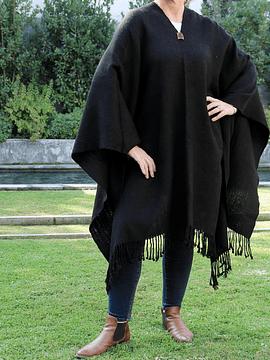 Poncho de alpaca negro