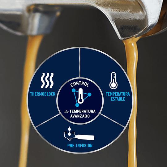 Cafetera para espresso Oster Perfect Brew 15 bares molino integrado BVSTEM7300