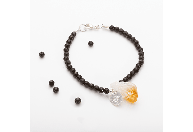 Pulsera de piedras ágatas negras y colgante citrino