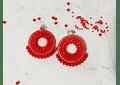 Aros tejidos a mano con rocailles, ágatas rojas y base de plata.