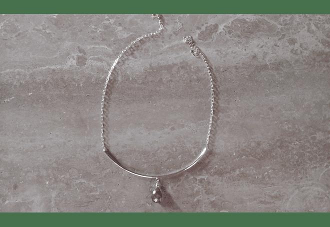 Collar de plata con gota de labradorita facetada