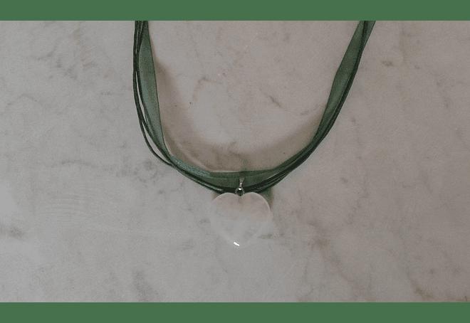 Collar de cinta y corazón de cuarzo blanco