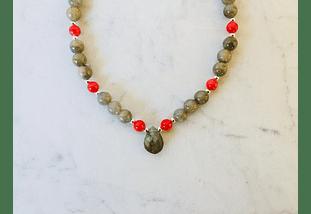 Collar de piedras labradorita, madre perla roja y detalles de plata
