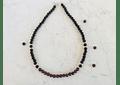Collar de ónix, granate y detalles de plata