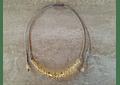 Collar de hilo regulable con piedras citrino y detalles de plata