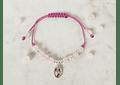 Pulsera de hilo regulable con piedras cuarzo rosado y medallita de la virgen de los rayos