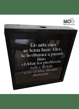 """Caja de Corchos 29x30 cm """"En esta casa se toma.."""""""